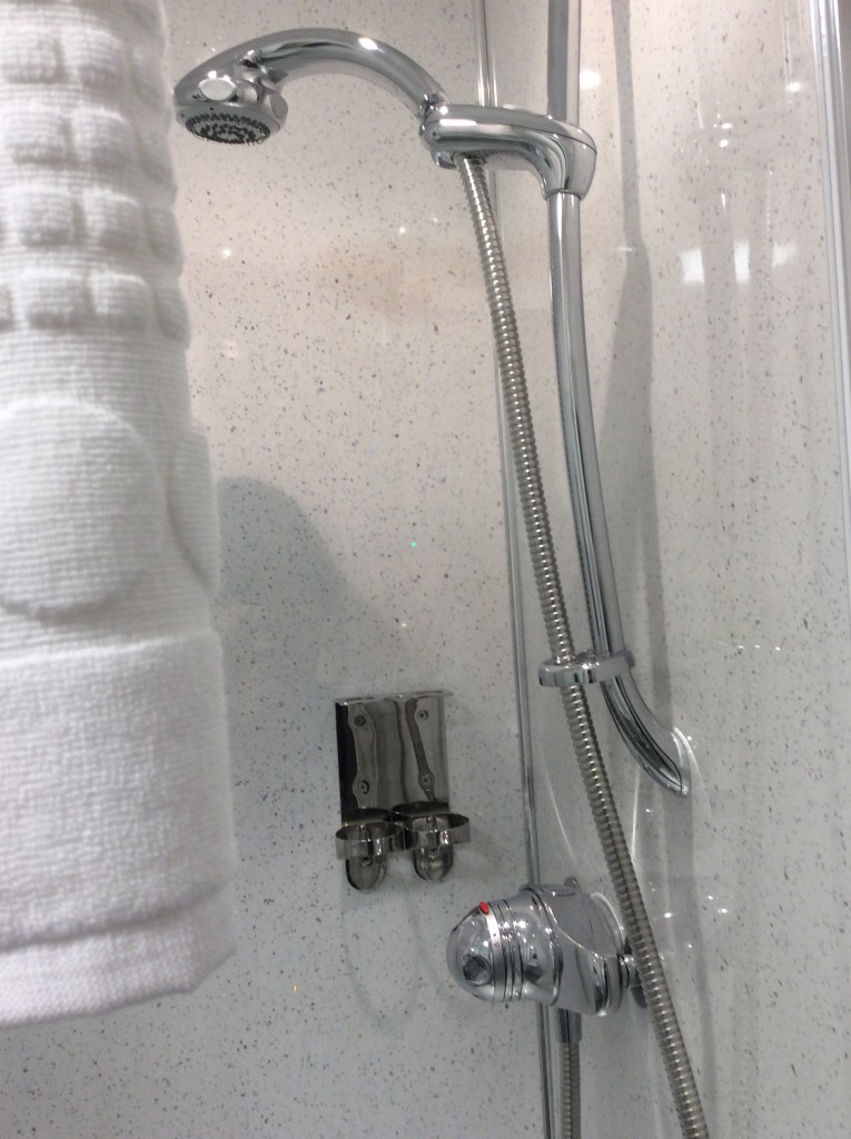 great-shower-inverness-hotel-room